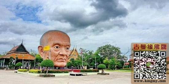 泰国寺庙前画面诡异,吓坏路人