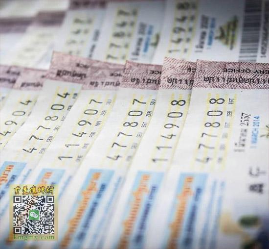 泰国佛寺百万彩票贴满墙内容图片