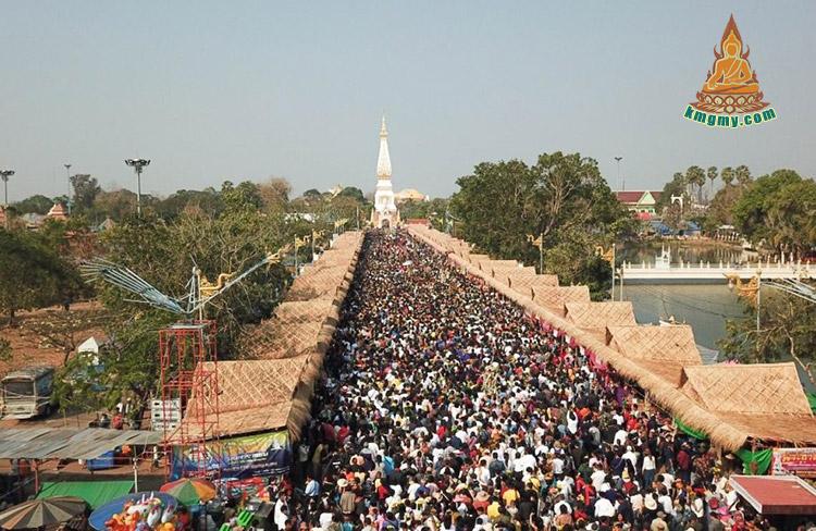 因灵验事迹无数,每逢佛日大量信徒均来瓦帕塔那空拍侬佛寺祈福求财。
