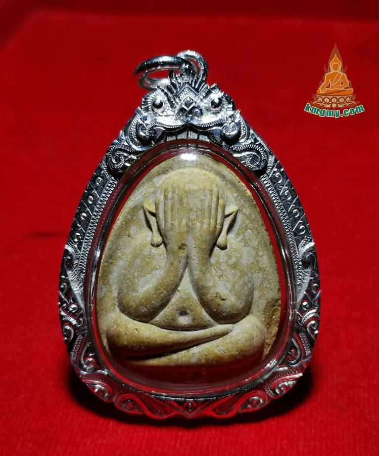 泰国叫龙婆添最有名的师父有三位,第一位是瓦莱罕莱坤平皇帝龙婆添、第二位瓦沧海、第三位就是瓦巴考,都是一代赫赫有名的大德高僧