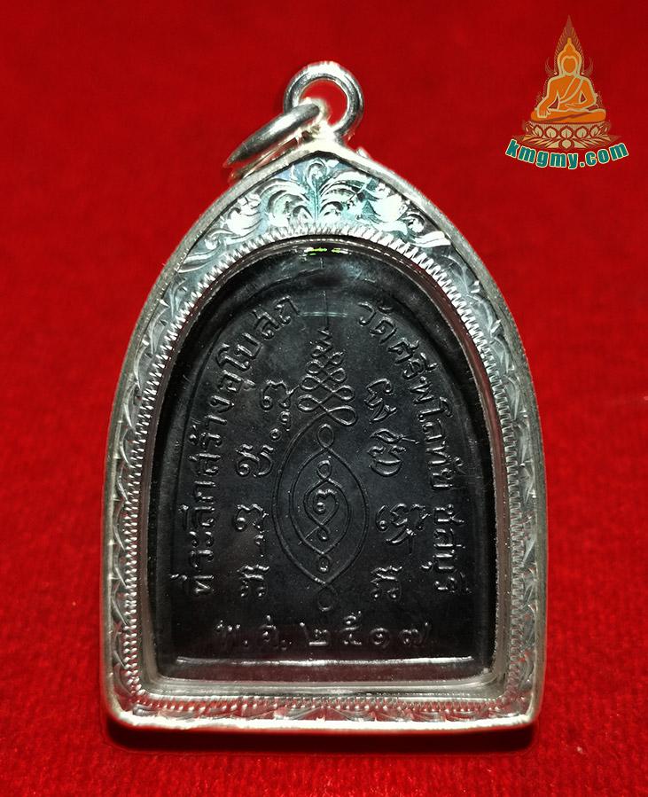 三宝佛公含义,在泰国属于最高的圣物,在中国寺庙大雄宝殿也均可看到。